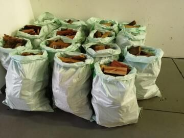 14 x 25Kg or 14 x 50 Litre bags of bluegum firewood